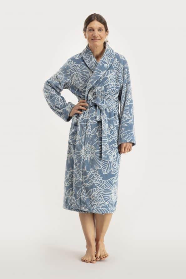 Frösön bathrobe lady